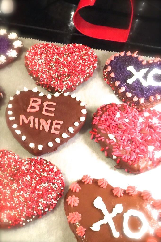 sugar cookie recipe, chocolate covered cookies, valentine cookie recipes, chocolate dipped sugar cookies, cookie cutouts, chocolate cookies, valentine cookies, chocolate valentine cookies, valentin recipes